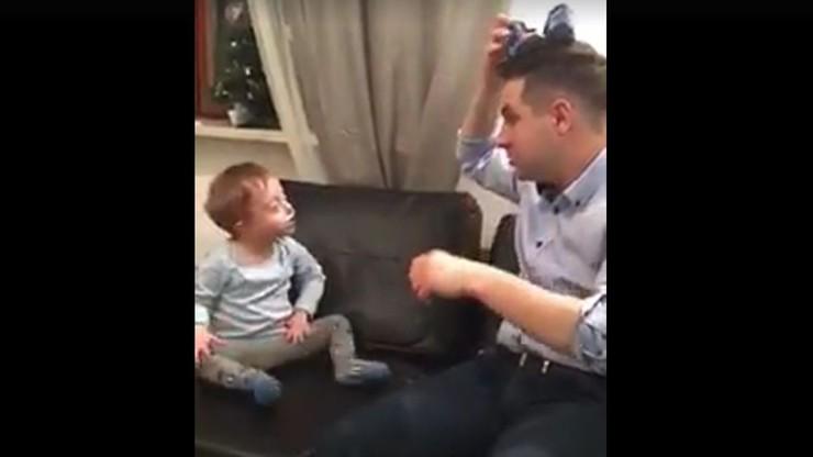 Patryk Jaki żartuje z synkiem. Film z okazji Światowego Dnia Zespołu Downa