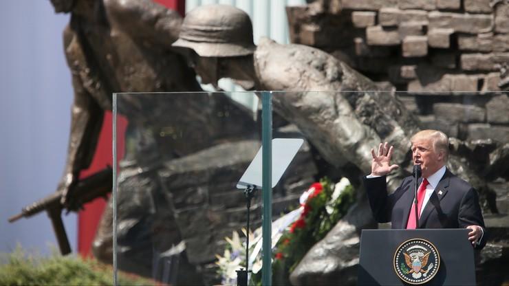 """""""Prezentacja zestawu drogich patelni"""". Pierwsze komentarze w sieci po wizycie Trumpa w Polsce"""