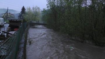 Nawałnice nad Polską. Pożar po uderzeniu pioruna, powodzie i podtopienia