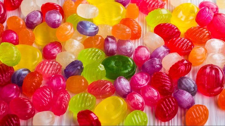 79 proc. Polaków je dla przyjemności słodycze i przekąski. Wartość rynku to 17,3 mld zł