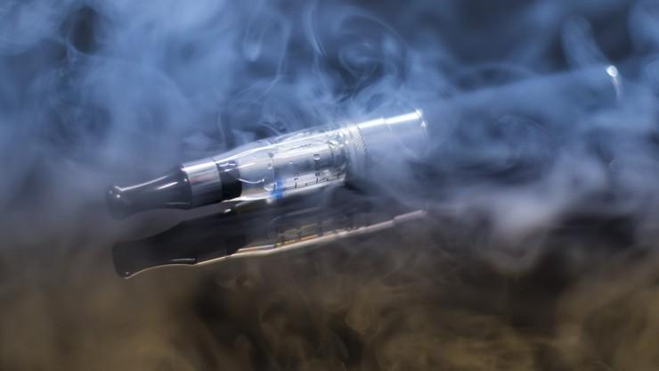 Palenie e-papierosów zwiększa podatność na koronawirusa