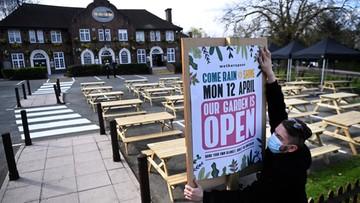 Londyn luzuje obostrzenia. Otwarte sklepy, ogródki i salony fryzjerskie