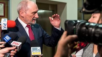 Macierewicz tuż przed dymisją przyznał nagrody - 81 tys. zł