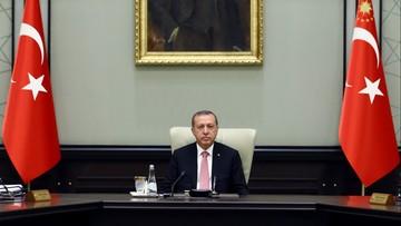"""Erdogan wprowadza stan wyjątkowy w Turcji. """"Trzeba oczyścić wojsko z wirusa"""""""