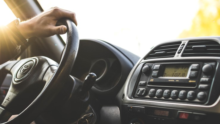Sposób prowadzenia samochodu może ujawnić wczesne objawy choroby Alzheimera - nowe badania