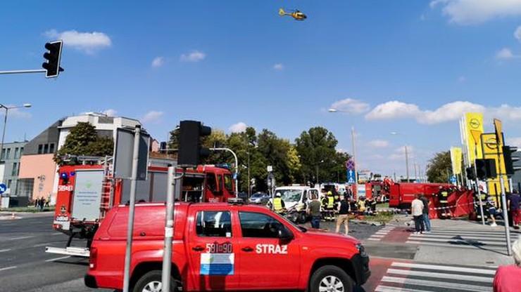 Zderzenie lawety i busa. Dwie osoby ranne