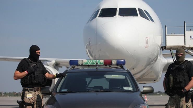 Zażartowała na lotnisku, że ma bomby w bagażu