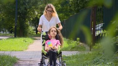 """Nowe życie niepełnosprawnej Nikoli. Pomogła """"Interwencja"""""""