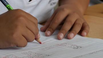 Angielskie szkoły wracają do nauki stacjonarnej