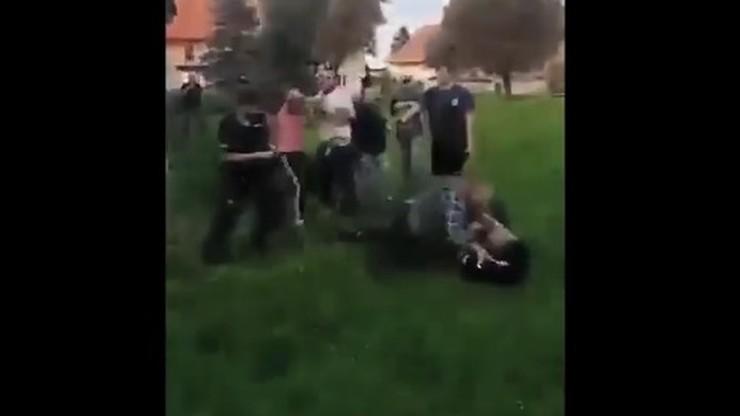 Bójka w Pastuchowie. Ojciec i syn zaatakowali policjantów [WIDEO]