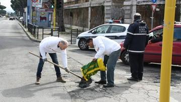 Mieszkańcy byli zirytowani dziurami na drogach. Sami zaczęli je łatać