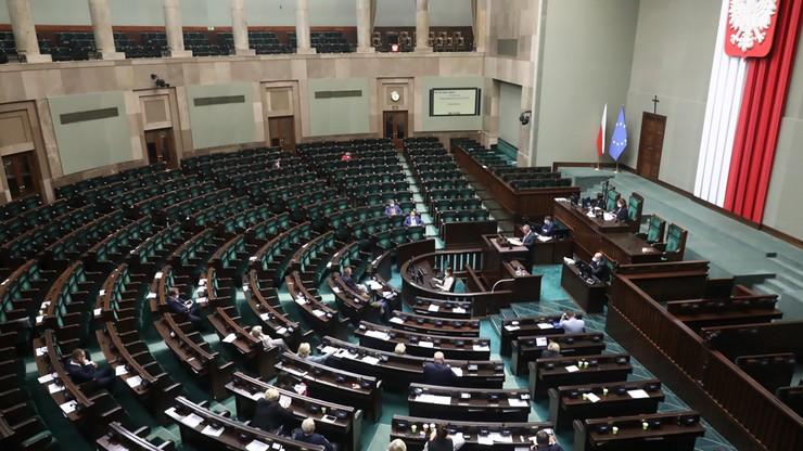 Sondaż. Wybory do Sejmu: PiS - 37 proc., KO - 24 proc., Polska 2050 - 13 proc., Konfederacja - 12