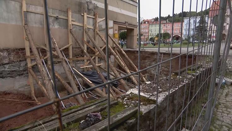 Mieroszów: ewakuowano mieszkańców, bo pękają ich kamienice. Lokatorzy winią pobliską budowę