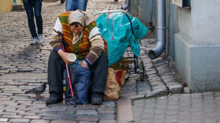 Sondaż: blisko dwie trzecie Polaków zna osoby ubogie