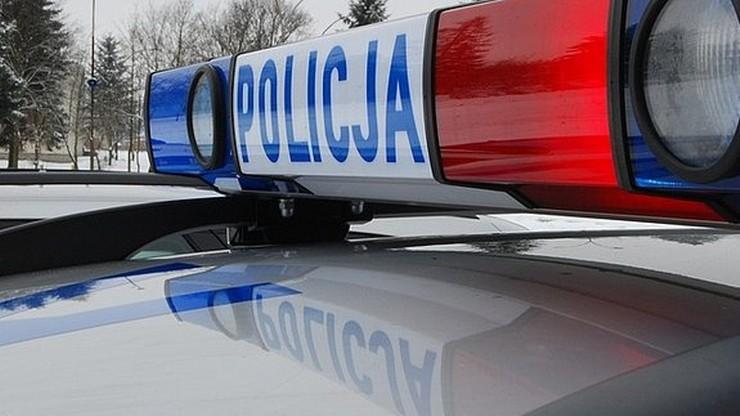 Samochód osobowy zderzył się z radiowozem. Cztery osoby ranne