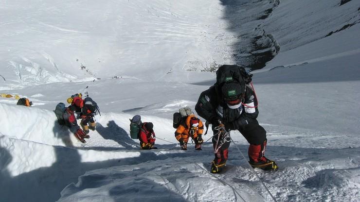 Kara 22 tys. dolarów za próbę wspinaczki na Mount Everest bez pozwolenia