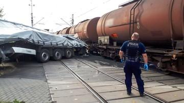 Pijany kierowca tira wjechał na przejazd. W auto uderzył pociąg [WIDEO Z CHWILI WYPADKU]