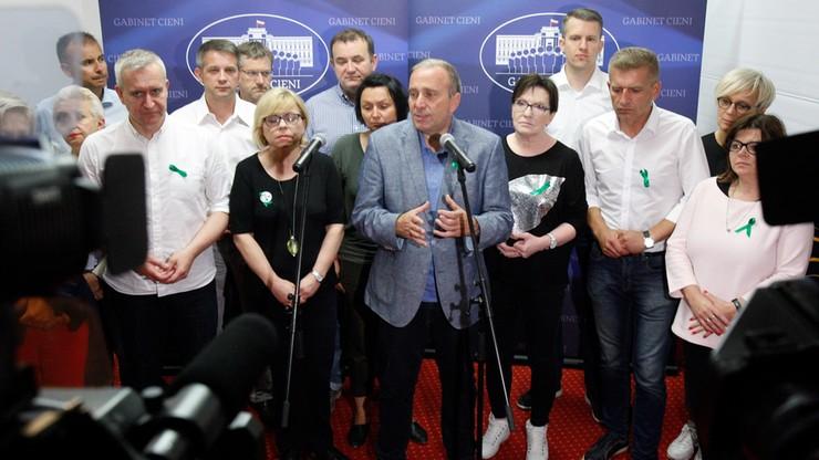 """""""PiS boi się Polaków"""". Schetyna o obchodach miesięcznicy smoleńskiej"""
