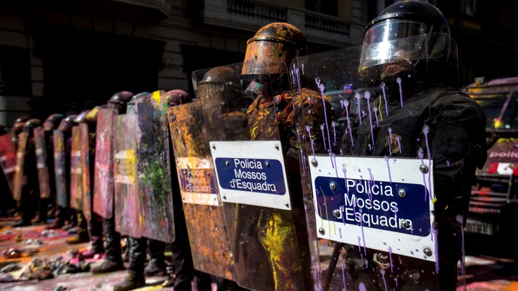 W Barcelonie starcia katalońskich separatystów z policją. Sześć osób aresztowanych, 14 rannych