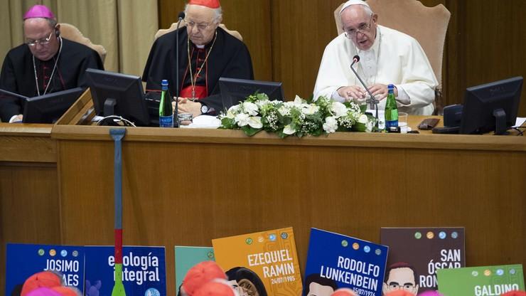 Debata w Watykanie o braku księży. Wśród pomysłów m.in. wyświęcanie żonatych mężczyzn