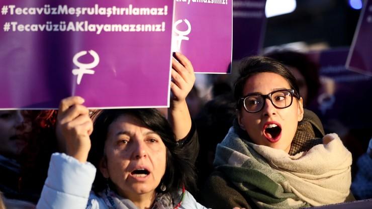 """""""Oczyszczający"""" ślub z ofiarą gwałtu. Turczynki protestują; ONZ zaniepokojone"""