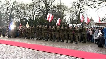 Wojewoda z wojskiem na osobnych obchodach rocznicy powstania wielkopolskiego. Przez apel smoleński
