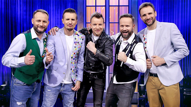 Piotr Kupicha na scenie w Klinice Skeczów Męczących - Polsat.pl