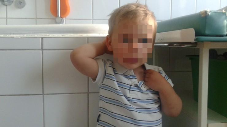 Znaleziono chłopca przed sklepem monopolowym w Grudziądzu. Trwają poszukiwania rodziców
