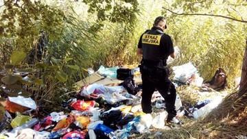 Zdjęcia hałd odpadów pojawiły się w internecie. Strażnicy miejscy namierzyli właściciela śmieci