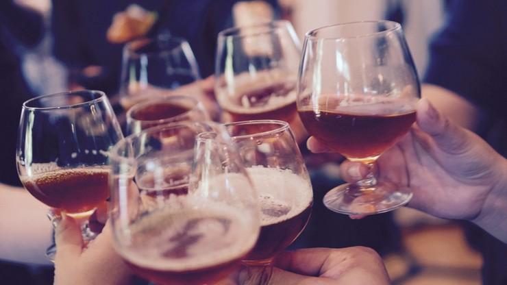 WHO: nawet umiarkowane picie alkoholu podnosi ryzyko zachorowania na raka