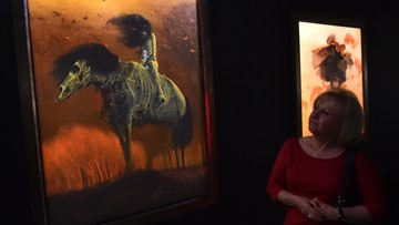 50 obrazów olejnych, rysunki i fotografie. Galeria Beksińskiego w Nowej Hucie