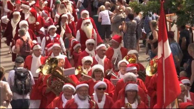 """Kongres świętych Mikołajów w środku lata. """"Trzeba mieć Boże Narodzenie w sercu"""""""