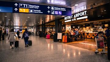 """Wrócą ograniczenia w podróżach z USA? UE chce """"podjąć debatę"""""""