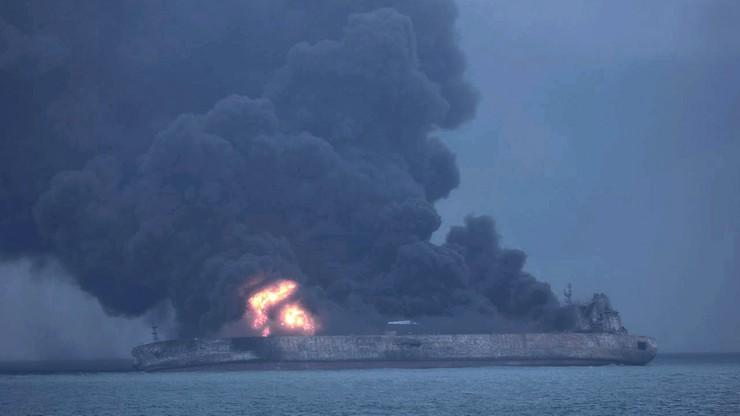 Eksplozja na płonącym tankowcu w Chinach wstrzymała akcję ratunkową