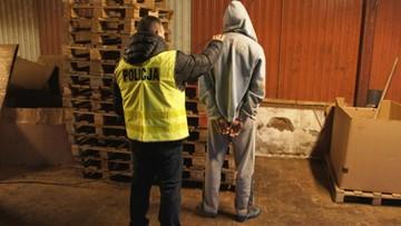 Czterech mężczyzn podejrzanych o nielegalną produkcję papierosów