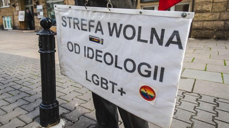"""KE wszczęła procedurę naruszeniową przeciwko Polsce w związku z tzw. """"strefami wolnymi od LGBT"""""""