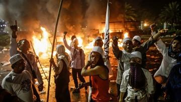 """""""Powiesić Ahoka!"""". Ofiara śmiertelna i ranni w protestach muzułmanów w Indonezji"""