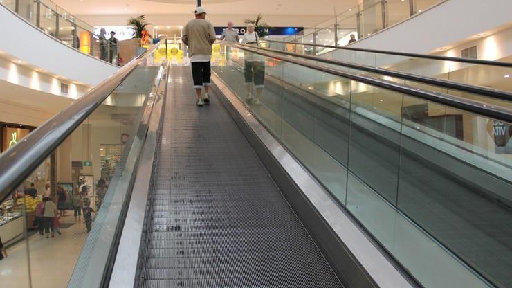 Ruchome schody obcięły dziewczynce palce. Tragiczny wypadek koło Gdańska