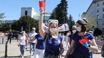 """Protest pielęgniarek. """"Resort jest nadal otwarty na dialog"""""""