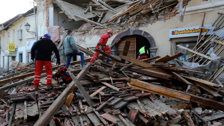 Trzęsienie ziemi w Chorwacji. 20 tys. osób koczuje na zewnątrz