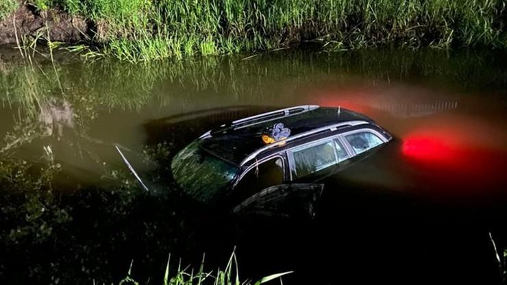 Wjechał autem do rzeki. Finał nocnej podróży z nadmierną prędkością