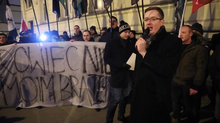 """Protest przed ambasadą Ukrainy. Skandowano """"Kijów wolny od faszyzmu"""", """"Banderowcy naziści"""""""