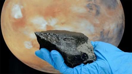 Marsjański meteoryt odkryty na Ziemi powrócił na Czerwoną Planetę