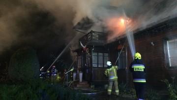 Spłonęła zabytkowa plebania. Dziesiątki strażaków w akcji