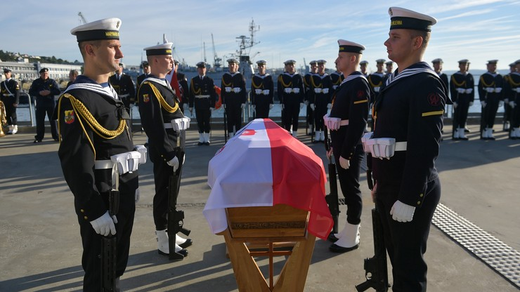 Admirał Unrug, obrońca Helu, spocznie w Polsce. Statek wyruszył z portu wojennego we Francji