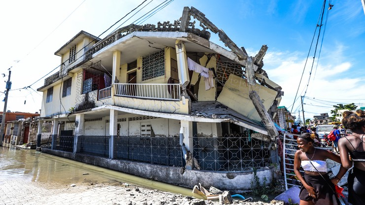 """Haiti. Ponad tysiąc ofiar śmiertelnych trzęsienia ziemi. """"Wiele osób pod gruzami"""""""