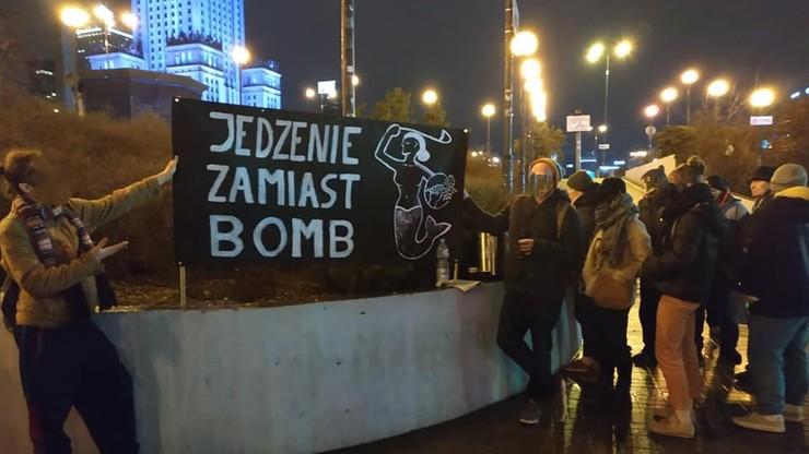 Atak na kuchnię dla ubogich w centrum Warszawy. Jedna osoba zatrzymana, policja szuka pozostałych