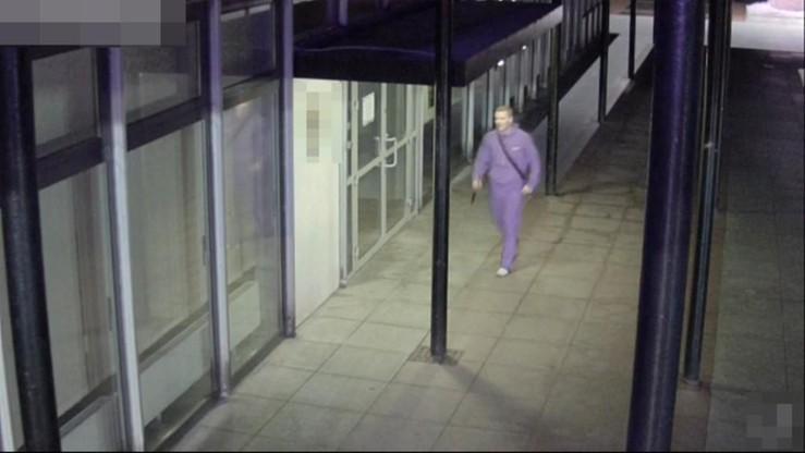 Policja szuka nożownika z Torunia. Jest nagranie z monitoringu