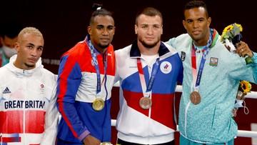 Tokio 2020: Brytyjczyk nie założył srebrnego medalu. Schował go do kieszeni