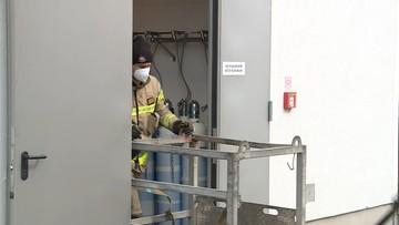 """Strażacy w Wielkopolsce mają """"banki tlenu"""". Dowożą butle do szpitali covidowych, gdy go zabraknie"""